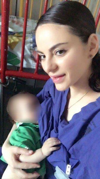 ممرضة اسرائيلية تقوم بإرضاع طفل فلسطيني أصيبت والدته بصورة بالغة!