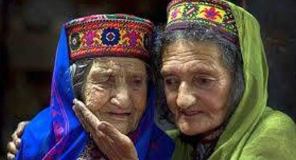 يعيشون حتى الـ145.. النساء ينجبن في الـ65 ..ما هو سر أبناء شعب الهونزا؟