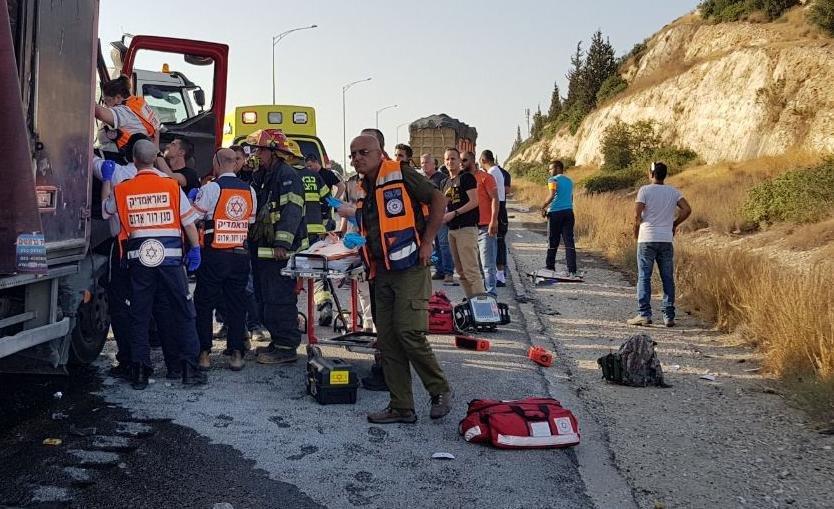 مصرع سائق شاحنة وإصابة آخر بحادث طرق مروّع على شارع 6