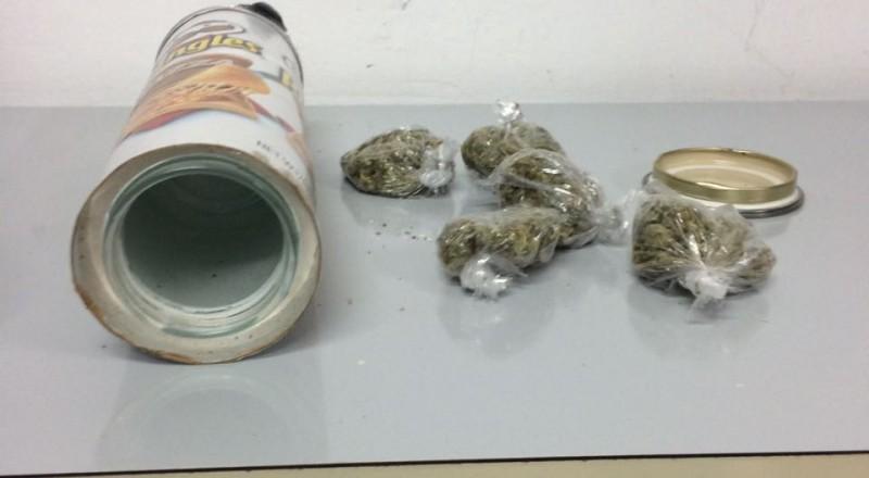 تل ابيب: مخدرات داخل علب رقائق تسلية!