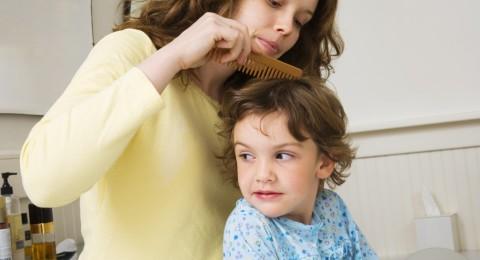 5 وصفات منزلية لعلاج قمل الشعر للأطفال