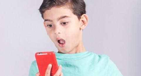 ما هو تأثير الرسائل الجنسية على طفلك!