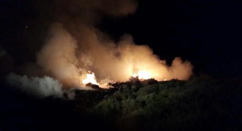 حريق ضخم بجانب ملعب كرة القدم في كوكب