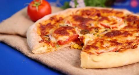 طريقة عمل بيتزا محشية الاطراف بالجبنة