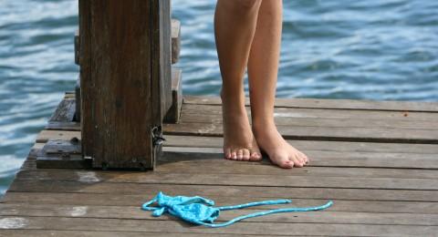 سويسرا  توافق على تعري النساء في المياه الطبيعية