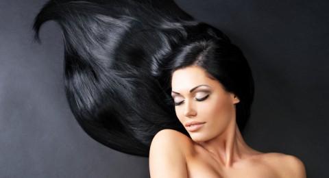9 عادات خاطئة تسبب تلف الشعر
