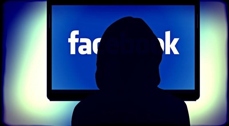 الفيسبوك قادر على سماع محادثاتك مع زملاءك