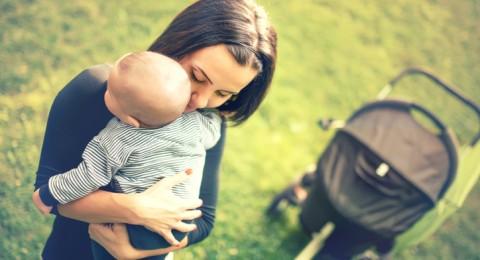 بحث: المتدينات أكثر عرضة للاكتئاب بعد الولادة!