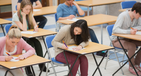 يجب تمكين طالب طرد من المدرسة التقدم الى امتحانات البجروت في مدرسته.