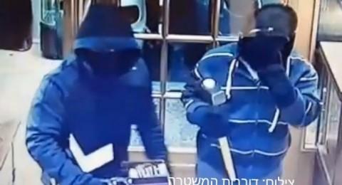 اعتقال 3 شبان بشبهة السطو على متجر للذهب والمجوهرات في تل أببيب