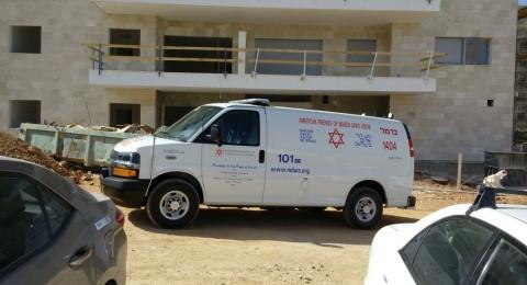 بني براك: سقوط عامل فلسطيني من الطابق الخامس وحالته بالغة