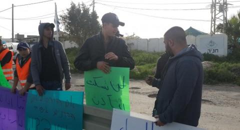 تظاهرة أمام شرطة كدما في الطيبة احتجاجا على سياسة هدم البيوت ومنع الأذان