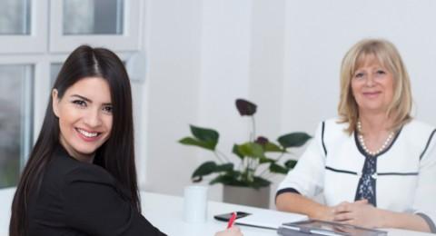 النساء في إسرائيل مجتهدات أكثر من الرجال، وأجورهن أقل!