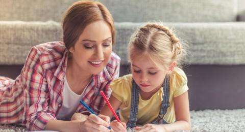 عادات مميّزة يتوارثها الأطفال عن أمهاتهم