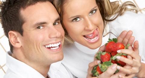 ما هي أهمية الفراولة في العلاقة الزوجية؟