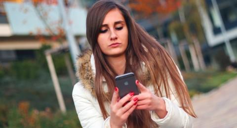 استخدام الهواتف الذكية يدمّر نظركم