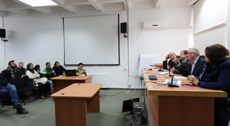 طلاب العلوم السياسيّة في بير زيت يناقشون