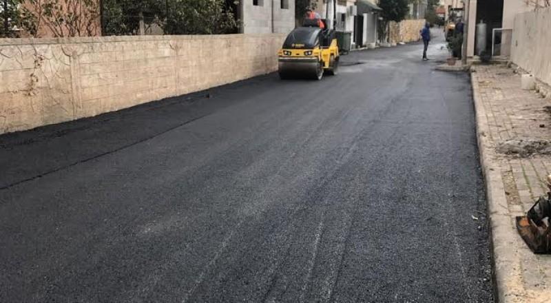 بلدية الناصرة تعبّد الشارع المؤدي لمدرسة المجد