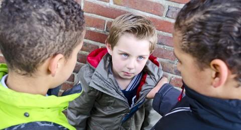 السلوك العدواني عند الاطفال يمكن أن يكون معدياً