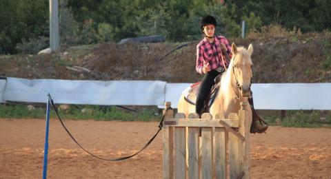 نتائج مشرفة ورائعة يسجلها طلاب مربط ابو ماجد للخيول في ام الفحم خلال مسابقة قطرية في كيبوتس