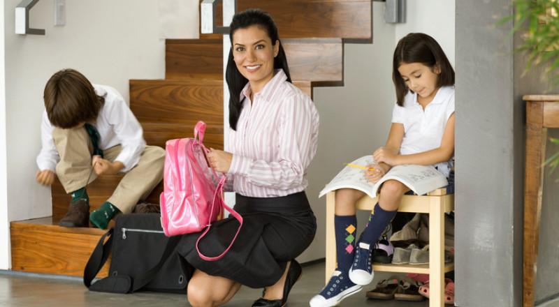 ما على كلّ أم القيام به لتُنظّم صباحها وتُعدّ أطفالها للمدرسة في الوقت المحدد!