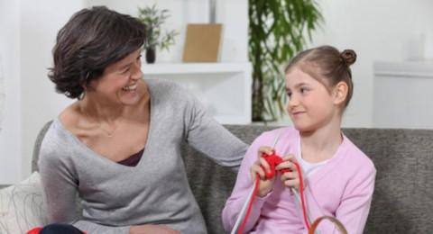فوائد كثيرة ومهمة ليتعلمها الطفل مهارة الحياكة