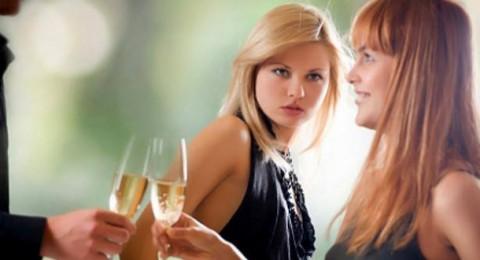 5 أدوار تلعبها النساء للإيقاع بالرجال