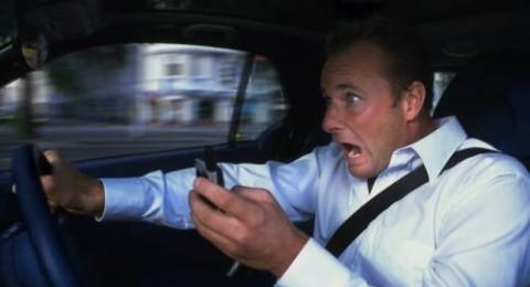 اور ياروك: ربع السائقين ينشغلون بهواتفهم خلال القيادة