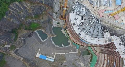 الصين تصمم فندق داخل منحدر جبل