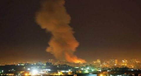 إسرائيل تقصف مواقعًا في قطاع غزة وتتسبب بانقطاع الكهرباء