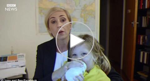 بعد محلل BBC، ماذا تفعل محللة بطفلتها على الهواء؟