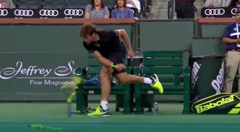 لاعب تنس