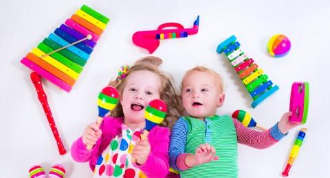 ما هو عدد الألعاب المناسب للطفل في الغرفة؟