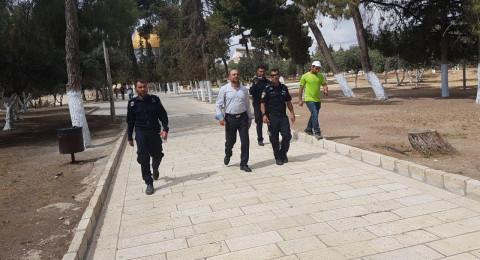 إخراج النائب مسعود غنايم من المسجد ألأقصى على يد الشرطة الإسرائيلية