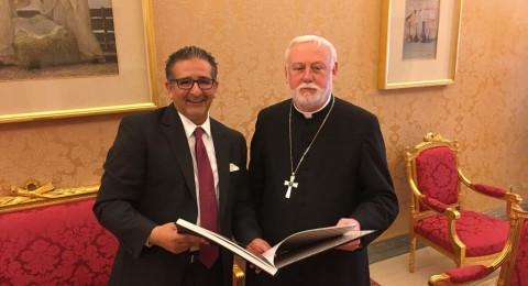 السفير قسيسية يلتقي كبار مسؤولي الفاتيكان ويسلمهم رسالة الاسرى