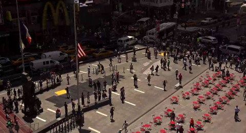 قتيل وجرحى إثر اصطدام سيارة بالمارة في نيويورك