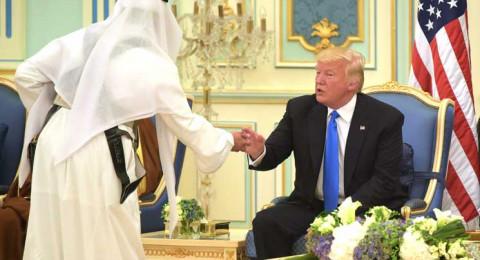 العاهل السعودي يشرح لترامب تقاليد تناول القهوة العربية