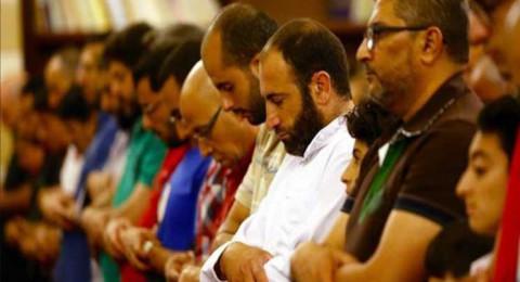 الجزائر تحدد مدة ساعة واحدة لصلاة التراويح في رمضان