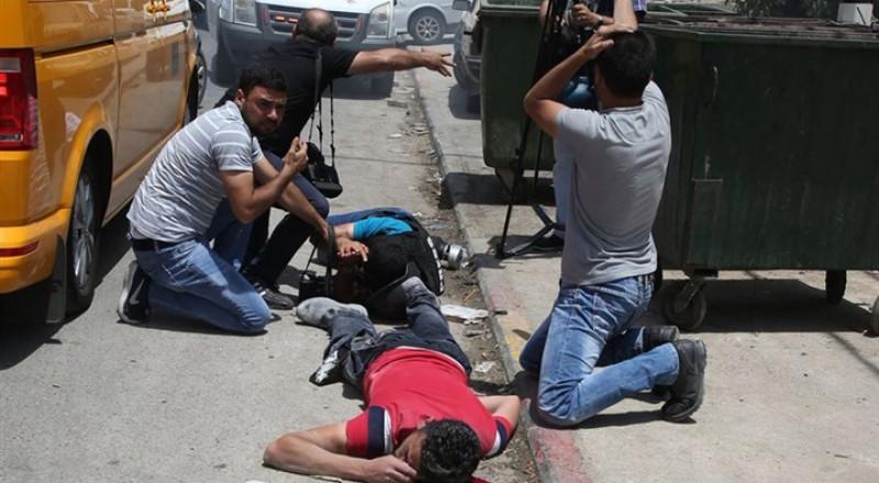 الصحف الإسرائيلية: مستوطن صرع فلسطينيًا بالرصاص بعد أن أحاطت بسيارته جمهرة من المتظاهرين