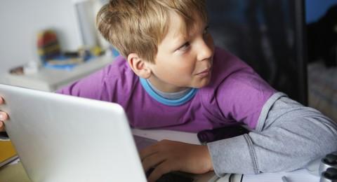 الأطفال والتكنولوجيا الحديثة: المطلوب المزيد من الرقابة