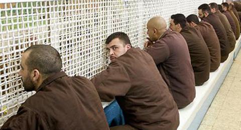في اليوم الاول من الاضراب: إسرائيل تعزل 6 قيادات مضربة داخل السجون