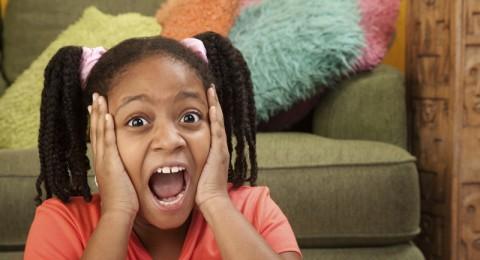 ماذا يدل صراخ طفلتي ولماذا تلطم خديها؟