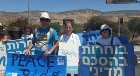 حركة نساء يصنعن السلام تواصل التظاهر على مفرق كرمئيل