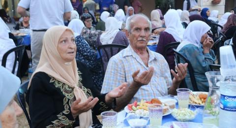 سخنين : افطار رمضاني في المركز اليومي للمسن بمشاركة مسنين من المنطقة وبرعاية شركة اوسم