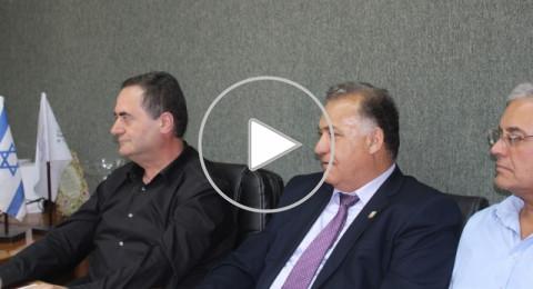 وزير المواصلات يسرائيل كاتس يزور بلدية الناصرة ويعد بالتصليحات