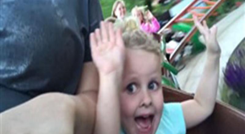 رد فعل طفلة تركب لعبة ملاهٍ لأول مرة