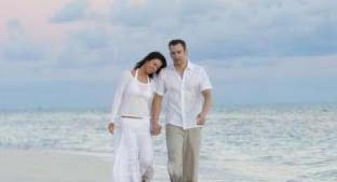 دراسة: الرجل يسير أبطأ مع المرأة التي يحبها