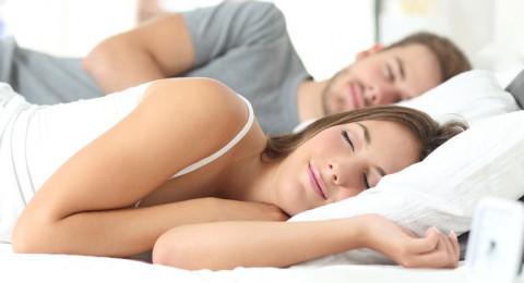 تشعرين بالحاجة الدائمة للتبول ليلاً؟ هذا ما تكشفه عن صحتك!