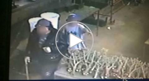 بالفيديو: لص يستخدم ابنه (9 سنوات) لسرقة منازل