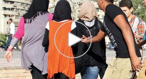 هذا ما فعلته فتاة بشاب تحرش بها أمام الماره .. فيديو
